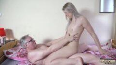 Güzel olgun kadını duşta yakalayıp sikiyor jordi, Ariella Ferrera