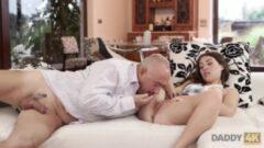 Aşkla sex yapmanın tüm yönleri güzeldir, Lily Rader